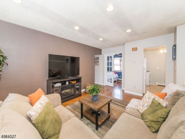 2 BR,  1.00 BTH One floor unit style home in Belleville