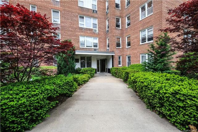 2 BR,  2.00 BTH  High rise style home in Kingsbridge