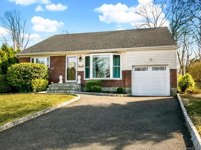 3 BR,  2.00 BTH Split level style home in Yonkers