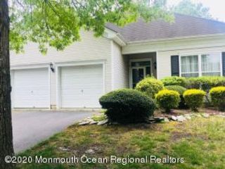 2 BR,  2.00 BTH Ranch style home in Lakewood