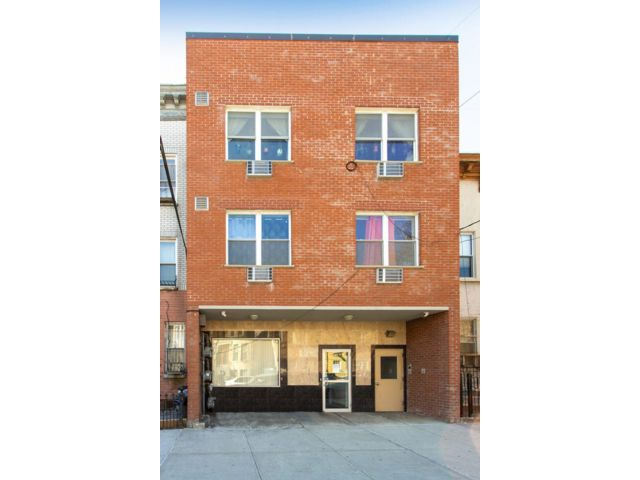 6 BR,  8.00 BTH Commercial style home in Bushwick