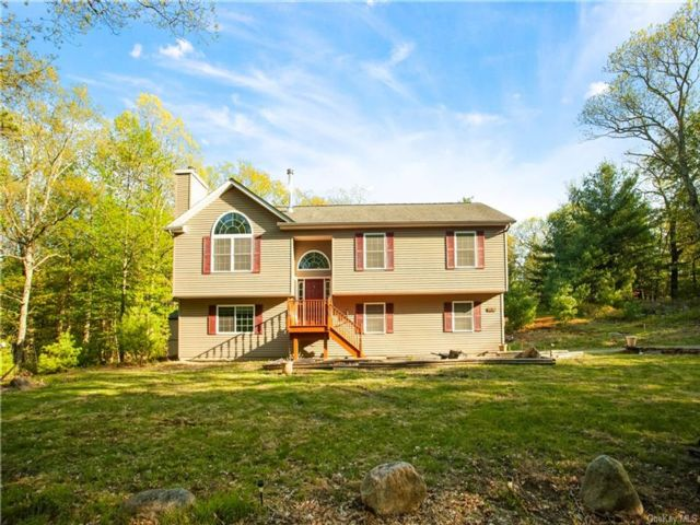 4 BR,  2.00 BTH Raised ranch style home in Deerpark