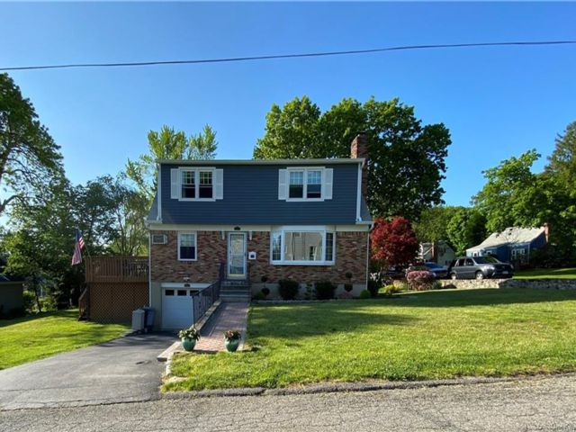 4 BR,  2.00 BTH Colonial style home in Mount Pleasant