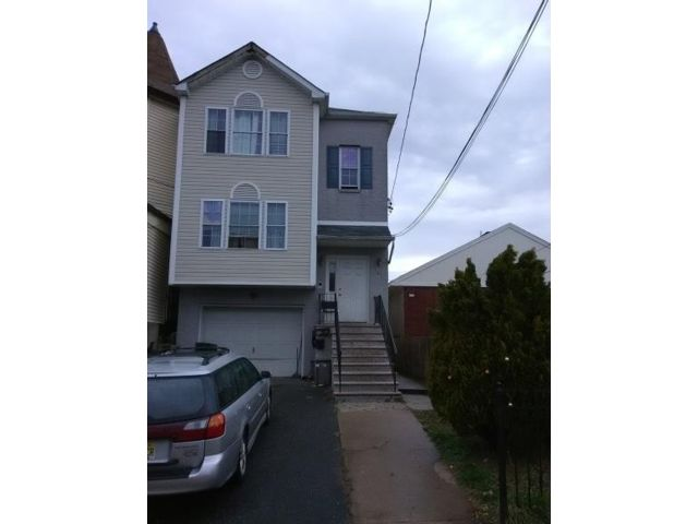 6 BR,  4.00 BTH 2 story style home in Newark