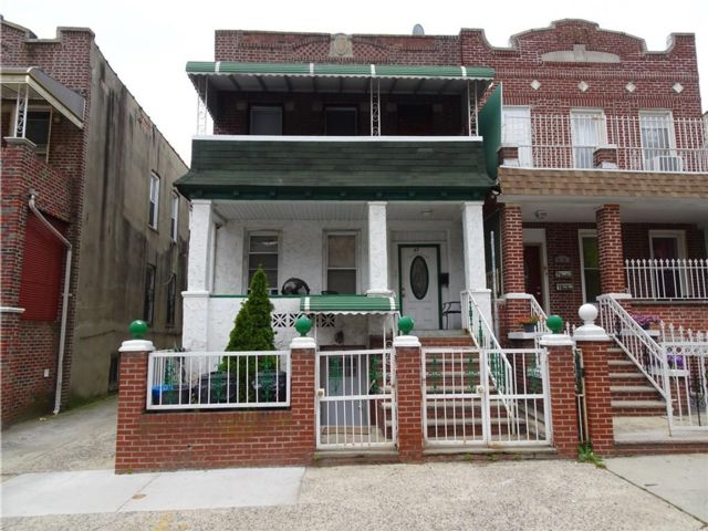 6 BR,  5.00 BTH  Multi-family style home in Brownsville