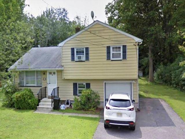3 BR,  1.00 BTH Split level style home in Fairfield