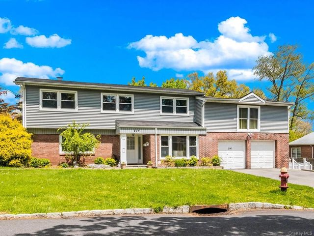 5 BR,  4.00 BTH Split level style home in Yonkers