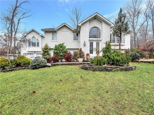 5 BR,  6.00 BTH Contemporary style home in Clarkstown
