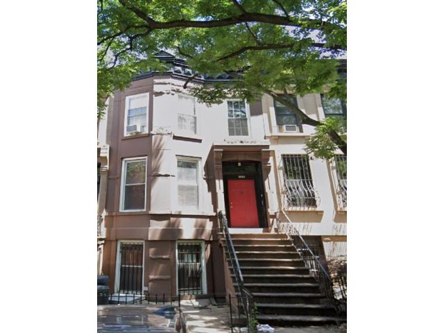 5 BR,  3.00 BTH  Multi-family style home in Park Slope