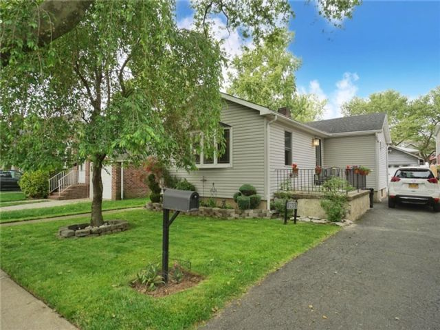 2 BR,  2.00 BTH Single family style home in New Dorp