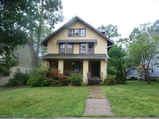 6 BR,  2.50 BTH Colonial style home in Montclair