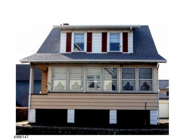 3 BR,  1.50 BTH House style home in Clifton