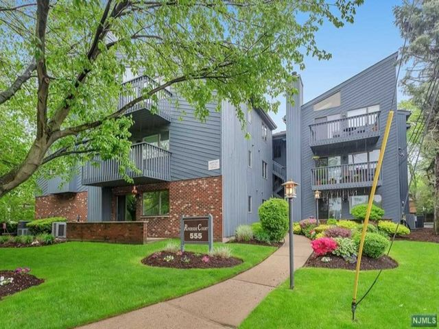 2 BR,  2.00 BTH Midrise style home in Rutherford