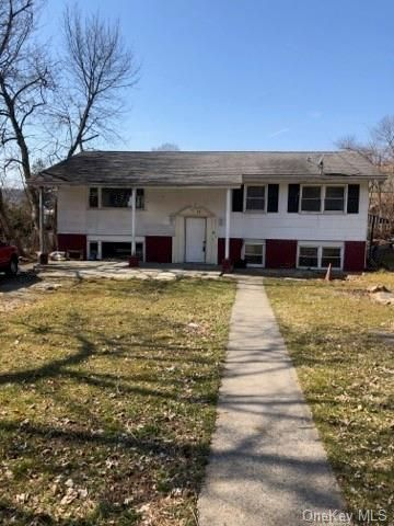 13 BR,  6.00 BTH Raised ranch style home in Greenburgh