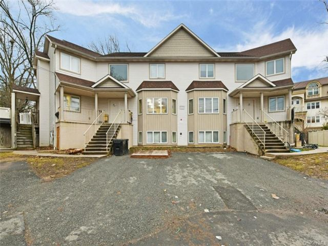 10 BR,  7.00 BTH Townhouse style home in Ramapo