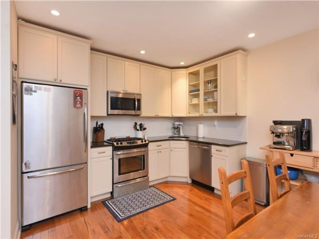 2 BR,  2.00 BTH Mid rise style home in Yonkers