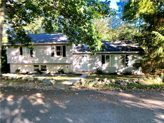 3 BR,  2.00 BTH Split level style home in Patterson