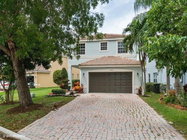 4 BR,  3.50 BTH  2 story style home in Coconut Creek