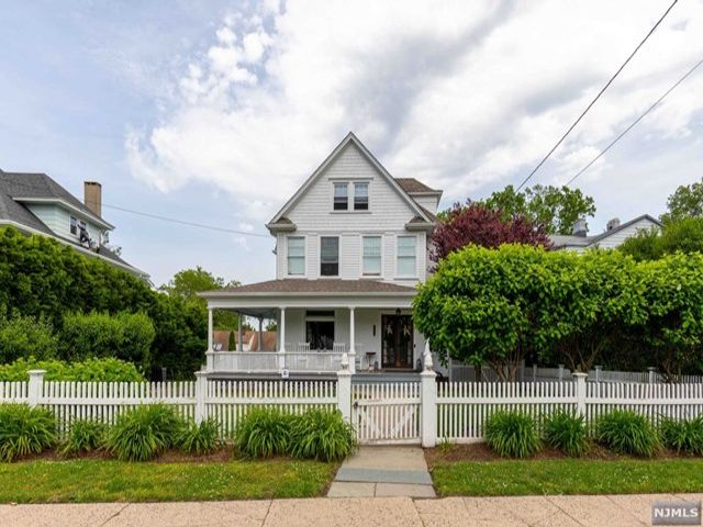 5 BR,  2.50 BTH  Colonial style home in Rutherford