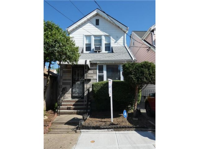 3 BR,  2.00 BTH  Single family style home in Woodhaven