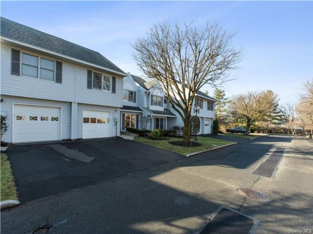 2 BR,  3.00 BTH Townhouse style home in Clarkstown