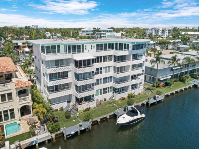 1 BR,  1.00 BTH Co-op style home in Fort Lauderdale