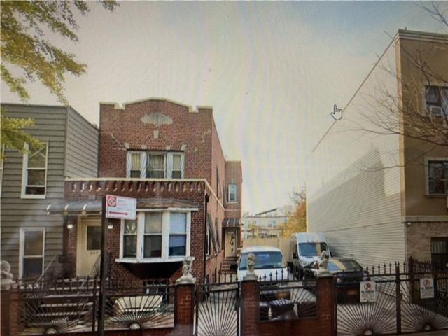3 BR,  2.00 BTH  Single family style home in Bushwick