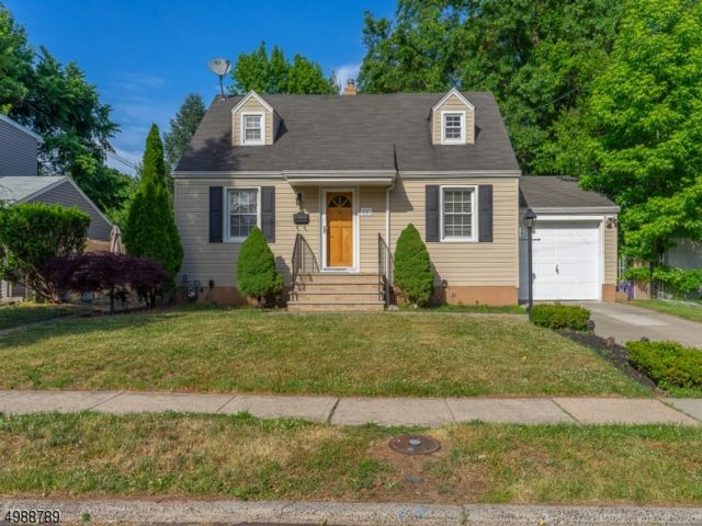3 BR,  1.00 BTH Cape cod style home in Roselle
