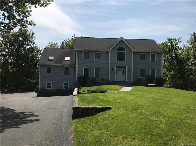 3 BR,  3.00 BTH  Colonial style home in Mount Pleasant
