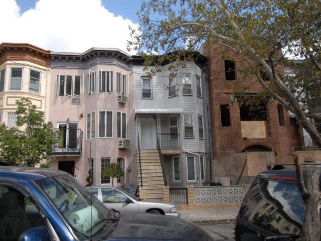 7 BR,  0.00 BTH Multi-family style home in Boro-park