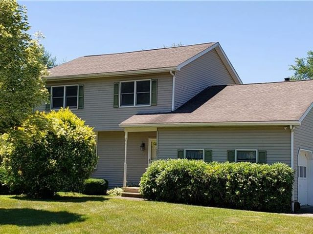 4 BR,  3.00 BTH Colonial style home in Deerpark