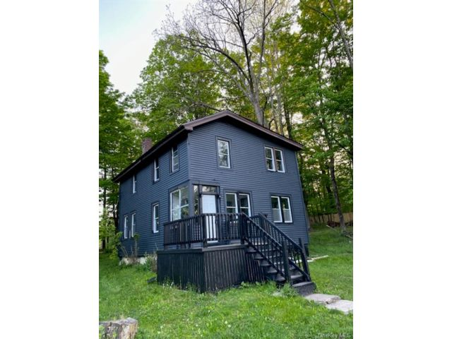 3 BR,  2.00 BTH 2 story style home in Bethel