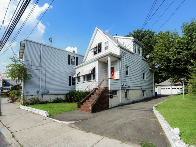 3 BR,  1.00 BTH  Apartment style home in Saddle Brook