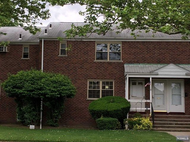1 BR,  1.00 BTH  Gard style home in Fort Lee