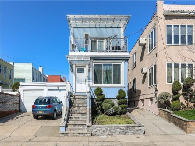 5 BR,  3.00 BTH Single family style home in Dyker Heights