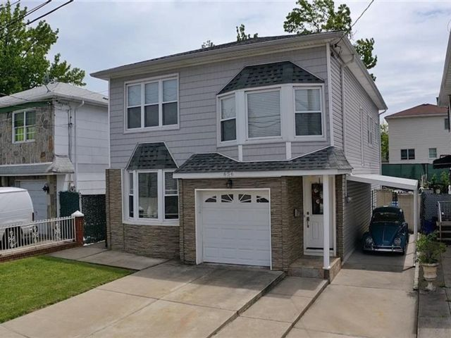 4 BR,  3.00 BTH Multi-family style home in Willowbrook