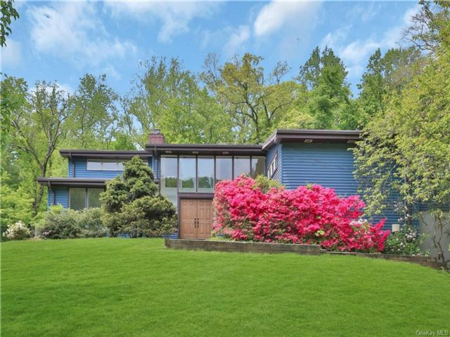 4 BR,  5.00 BTH  Contemporary style home in New Rochelle