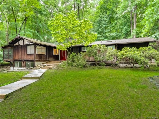 4 BR,  2.00 BTH Ranch style home in Ramapo