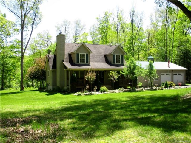 3 BR,  2.00 BTH Cape style home in Lumberland