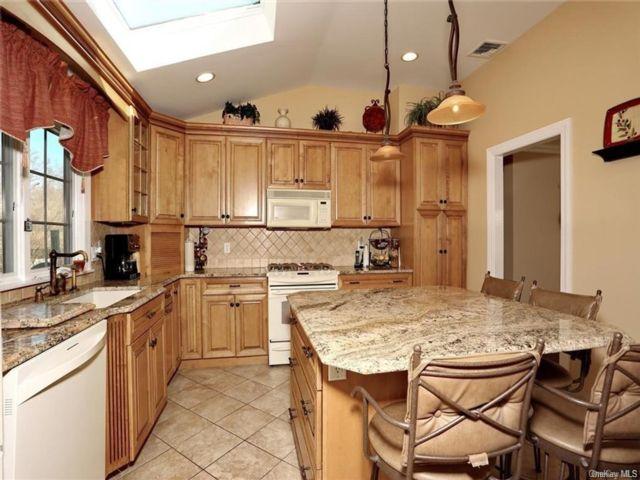 4 BR,  3.00 BTH Bilevel style home in Clarkstown