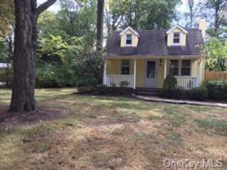2 BR,  2.00 BTH Colonial style home in Clarkstown