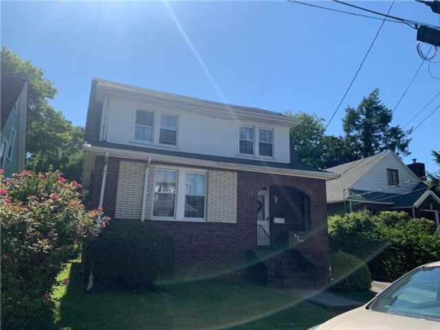 3 BR,  2.00 BTH Single family style home in Sunset Hill