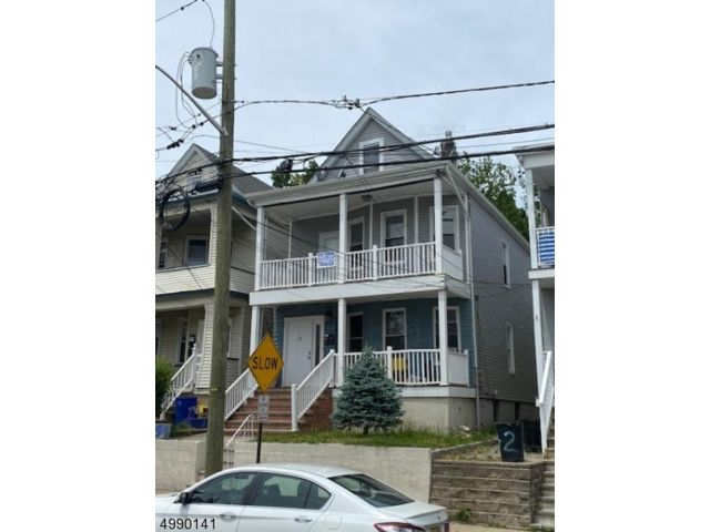 7 BR,  2.00 BTH  Multi-family style home in Clifton