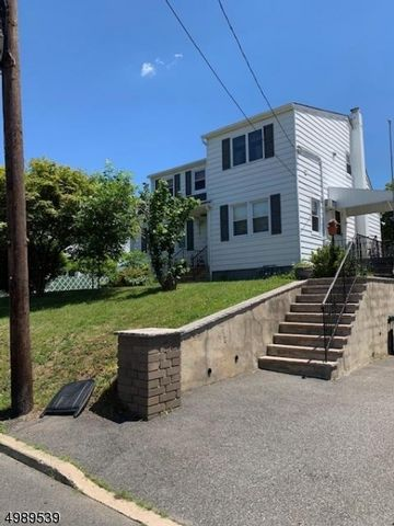 2 BR,  1.50 BTH House style home in West Paterson