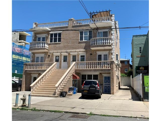 3 BR,  3.00 BTH Condominium style home in Dyker Heights