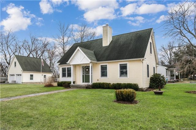 3 BR,  2.00 BTH Cape style home in Kent