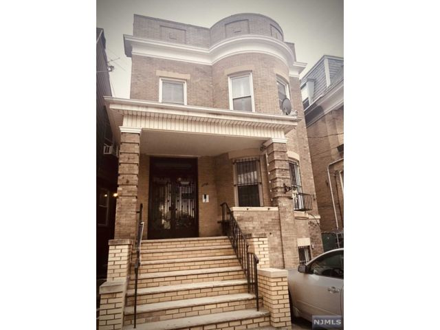 3 BR,  1.00 BTH  Multi-family style home in Jersey City