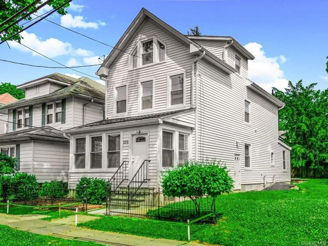 2 BR,  1.00 BTH Apartment style home in Woodlawn