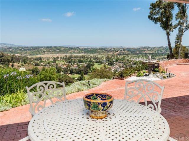 5 BR,  4.50 BTH  style home in Rancho Santa Fe