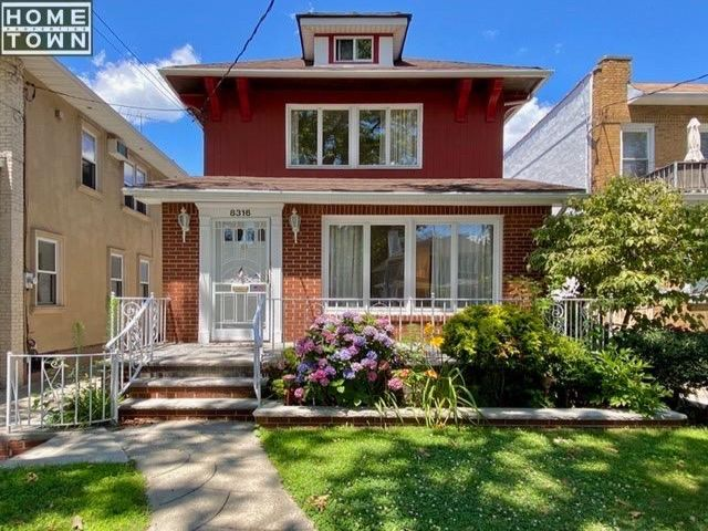 4 BR,  2.50 BTH   style home in Brooklyn
